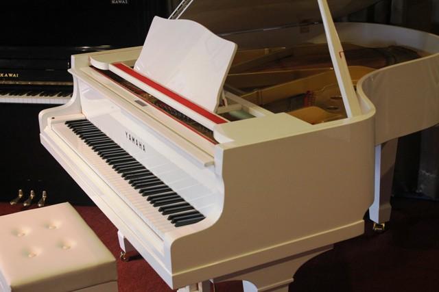 yamaha white grand piano - photo #31