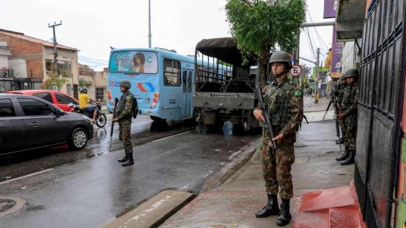 Como-a-crise-na-policia-aprofunda-tensao-entre-Bolsonaro-e-governadores