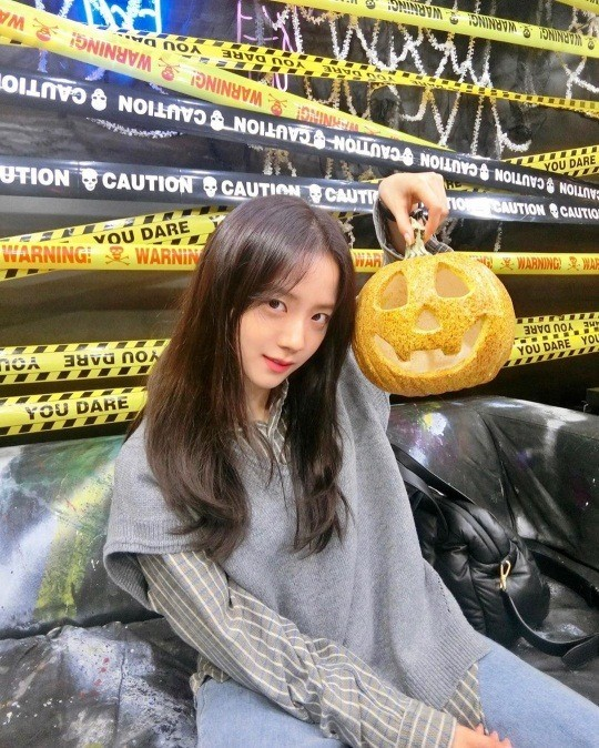 BLACKPINK Jisoo celebrates the Halloween day with a cute selca in her latest Instagram Update!