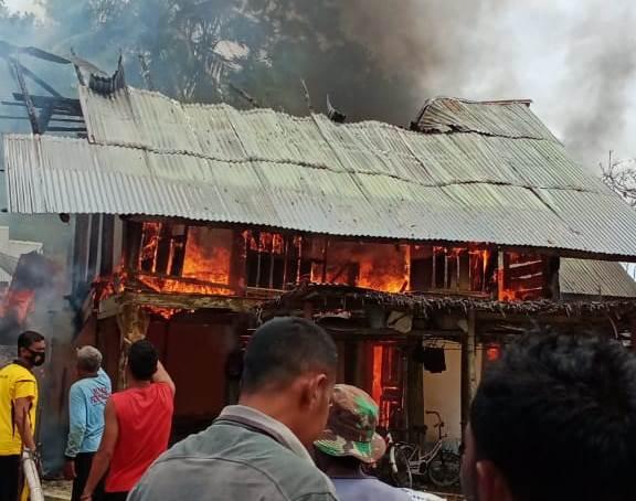 Rumah Milik Nek Aminah Ludes Terbakar