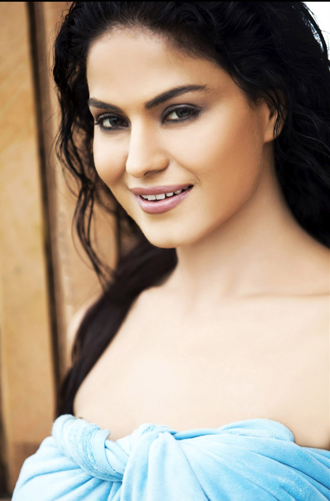 Bollytter Hot Veena Malik Hd Wallpapers Of Daal Mein Kuch Kaala Hai Movie-8802
