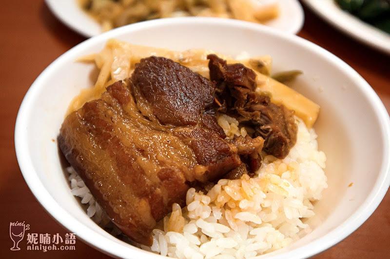 【晴光商圈美食】黃記魯肉飯。市場扛霸子排隊小吃