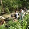 Anggota Satgas TMMD ke 104 Kodim 0417/Kerinci Menikmati Sejuknya  Air di Kali  sungai Ning.