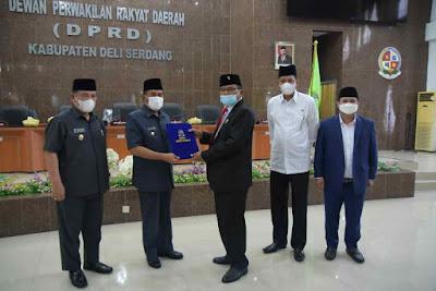 H. Ashari Tambunan Terima Rekomendasi  DPRD Deli Serdang  Atas LKPJ Bupati Tahun Anggaran 2020