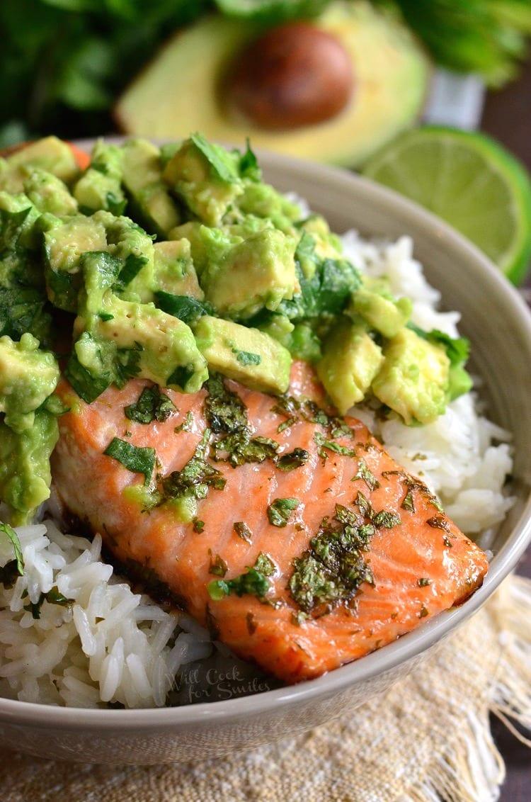 AVOCADO SALMON RICE BOWL #salmon #dinnerfood