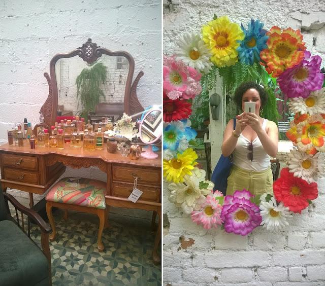 Penteadeira e eu, Carina Pedro, posando no espelho florido do Estúdio Glória