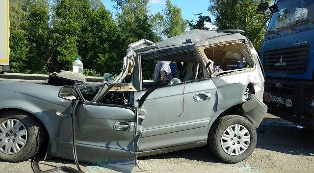 На трассе М-5 произошло ДТП: иномарка попала под грузовик
