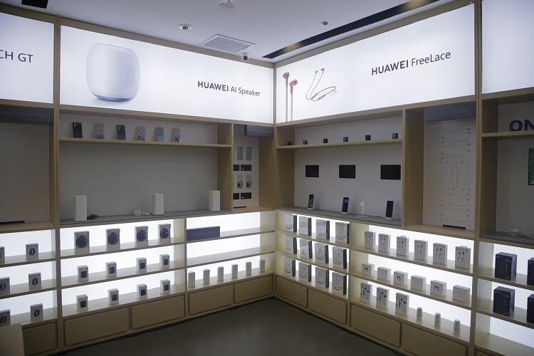 Huawei's New High-End Experience Store at Ayala Malls Manila Bay