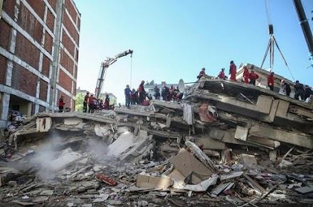 Σμύρνη : Στους 113 οι νεκροί από τον φονικό σεισμό