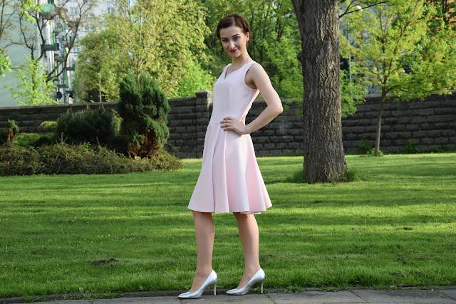 sukienka pastelowy roz