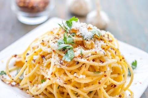 Fokhagymás, parmezános spagetti, ahogy az olaszok szeretik