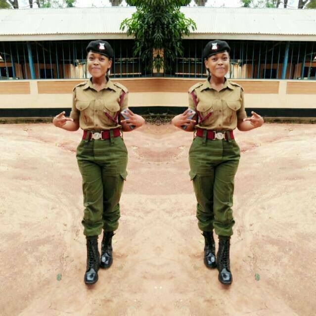 Toto si toto! Another extremely hot Kenyan cop stuns men with her ...