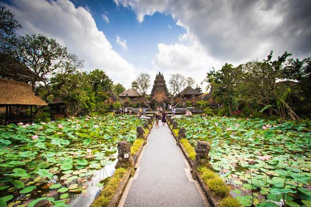 Tempio Pura Taman Saraswati-Bali