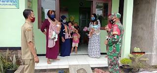 Babinsa Tinjau Kegiatan Posyandu Apresiasi Warga Yang Tertib Memakai Masker