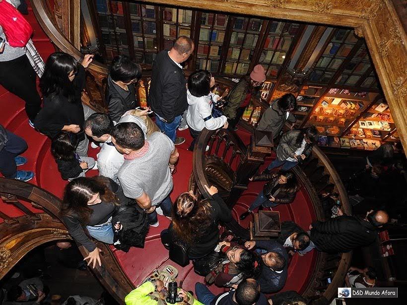 Escadaria na Livraria Lello - O que fazer no Porto, Portugal