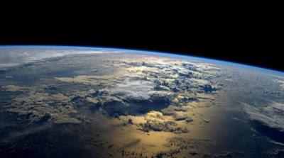بهاتفك الاندرويد؟ يمكنك الآن السفر إلى الفضاء بتقنية الواقع الافتراضي!