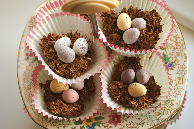 Teacups_and_Buttondrops_Easter_nests