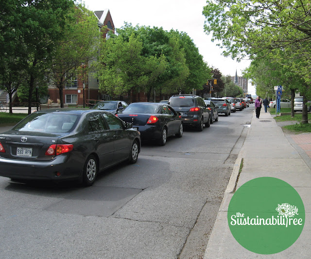 a line of cars along King Edward creating air pollution and GHG emissions