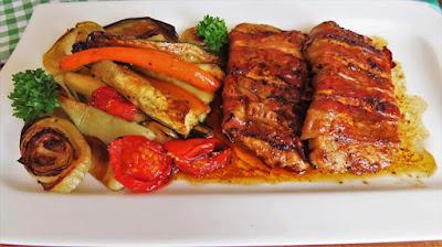 Minutni Odresci u Panceti i Pečenom Povrću | Bacon Wrapped Pork Chop with Roasted Vegetables