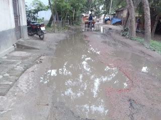 নওগাঁর আত্রাই রোডে পানি ভর্তি বেহাল অবস্হা