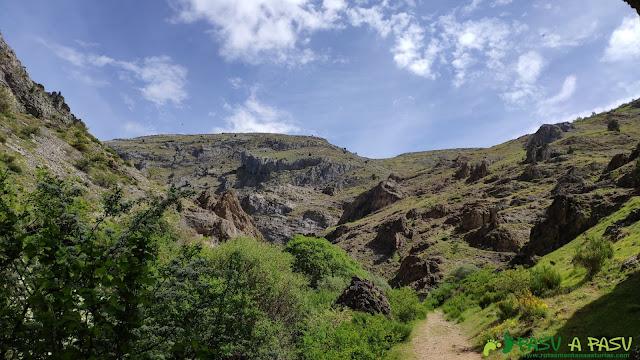 Camino de entrada al desfiladero de los Calderones