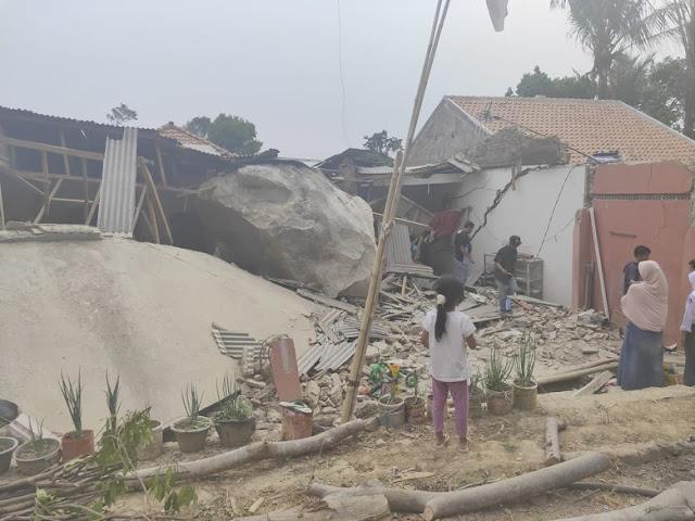 Hujan Batu Raksasa Rusak 7 Rumah Dan Sekolah Di Purwakarta
