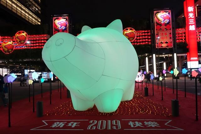 台北信義區新光三越豬年燈展~2019豬福滿滿