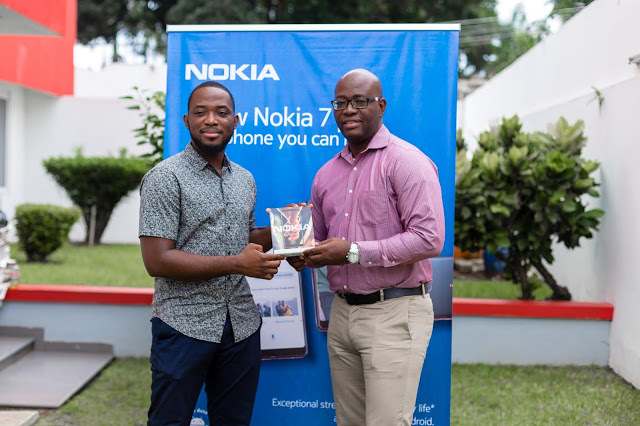 Glitz Style Fashion Photographer Of The Year Receives A Nokia 7 Plus From HMD Global
