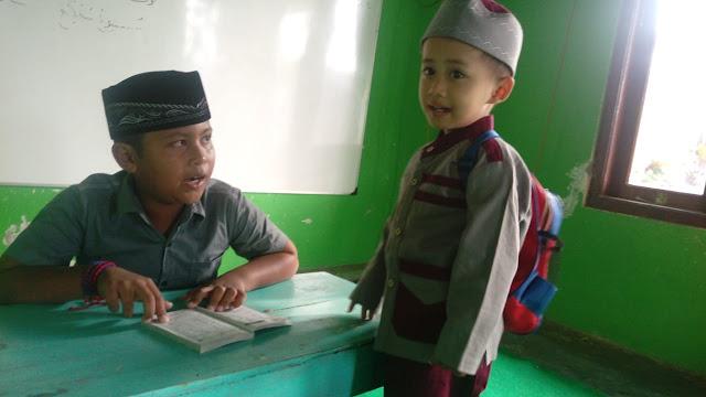 pendidikan-agama-sekolah-sore-anak-mengaji-di-kampung-TPQ