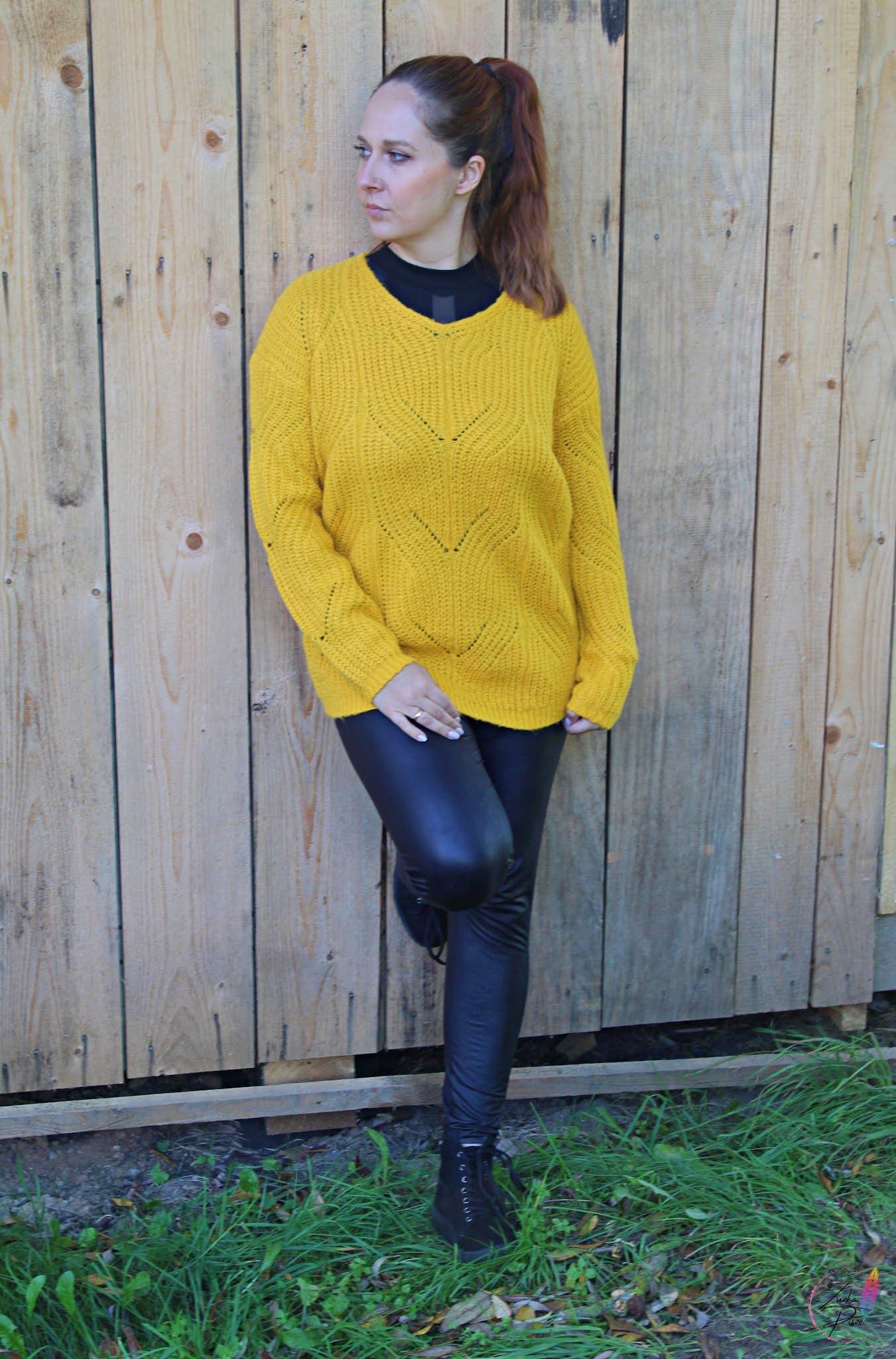 Musztardowy sweter dzianinowy z dekoltem w serek - bonprix