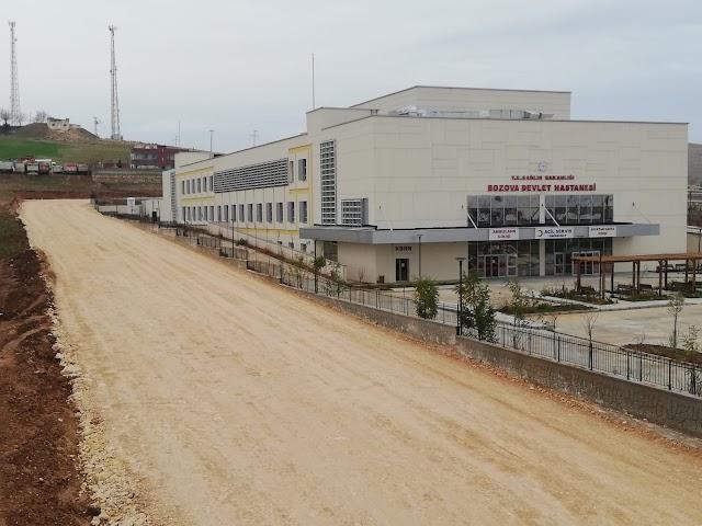 Bozova Devlet Hastanesinde yol yapım çalışması