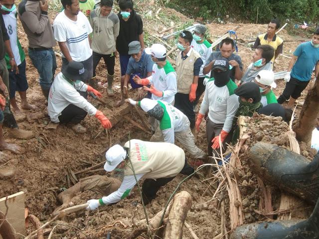 FPI Makssar Tetap Berjuang Membantu Korban Longsor di Kab. Gowa