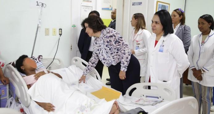 Vicepresidenta se solidariza con madres de los 14 bebés fallecidos en maternidad La Altagracia