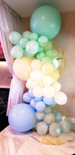 organic balloons, umbrella, baby shower balloon design decoration