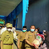 Bupati Adirozal Bersama Pj Sekda Lepas Penyaluran Perdana Bantuan Beras PPKM 2021 untuk Kerinci