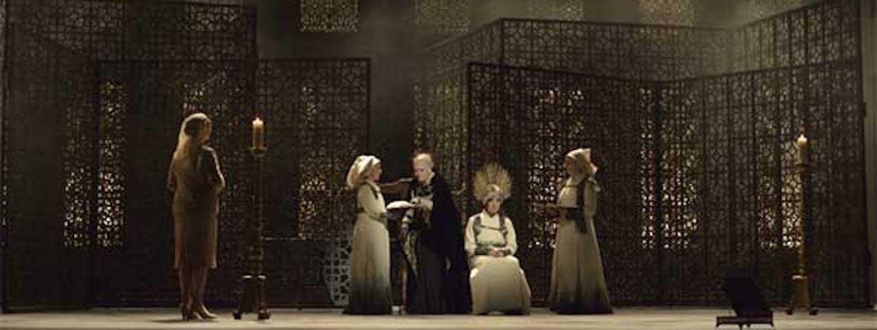 "MERCEDES ARANCIBIA: ""María República"", la novela de Agustín Gómez-Arcos, convertida en ópera en Francia."