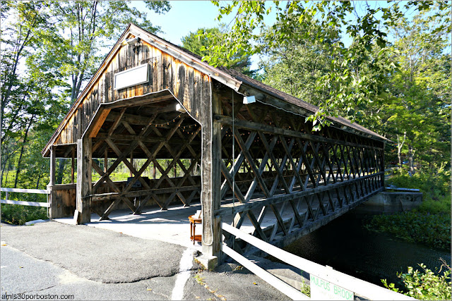 Puente Cubierto del Bull Run Restaurant en Shirley, Massachusetts