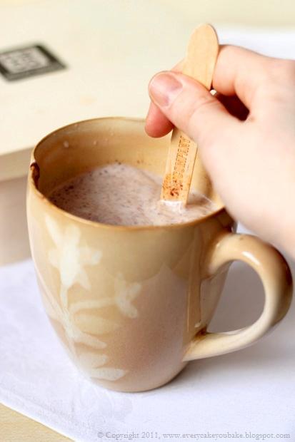 czekolada na łyżeczce do rozpuszczania w mleku