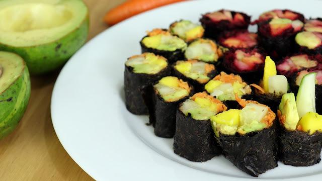 Sushi de abacate cru e vegano sem fogão