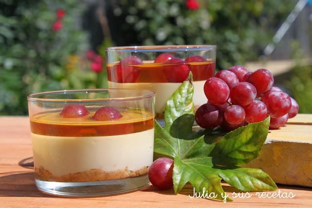 Vasitos de queso y uvas. Julia y sus recetas