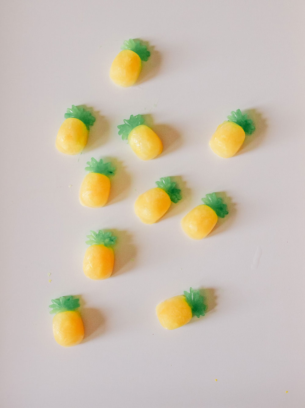 How to Make Pineapple Popsicle Bites - tingandthings.com
