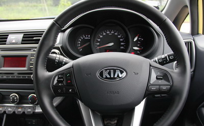 Review Kia Rio Platinum Facelift Indonesia