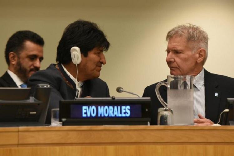 Morales se sentó entre el presidente francés Emanuel Macron y el actor Harrison Ford el lunes en NNUU / TWITTER