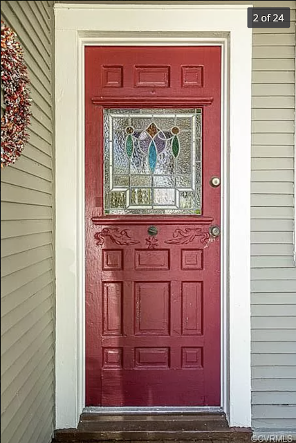 red door at 921 Lee St, West Point, VA