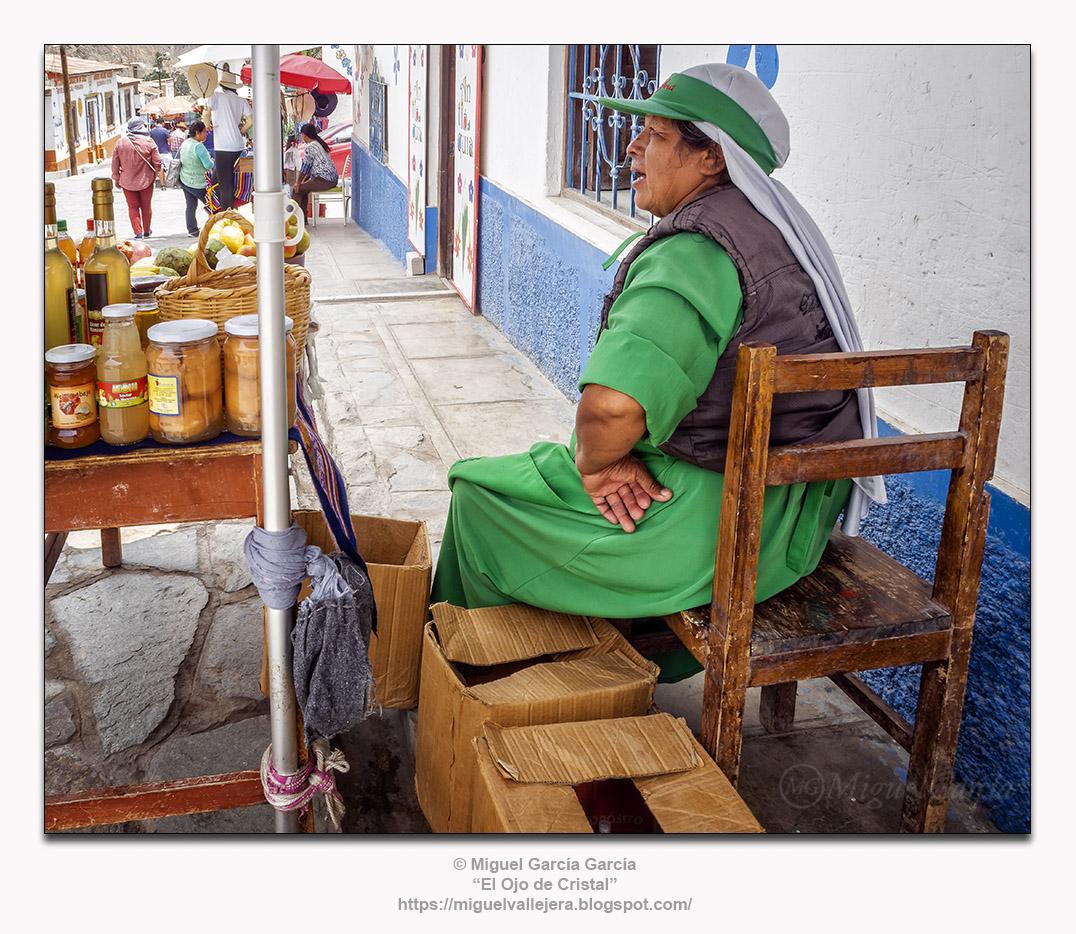 Antioquía (Perú).- Vendedora en verde