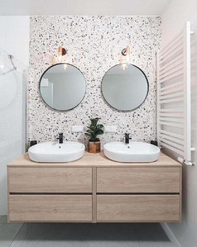 using two mirrors for a round bathroom