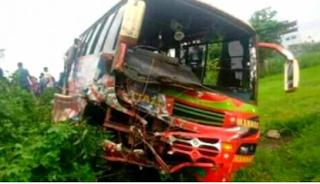 কর্ণফুলীতে বাস ট্রাক সংঘর্ষে নিহত ২ আহত কয়েকজন