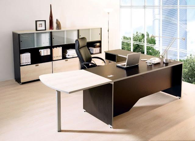 Bố trí bàn làm việc giám đốc có điểm tựa chắc chắn