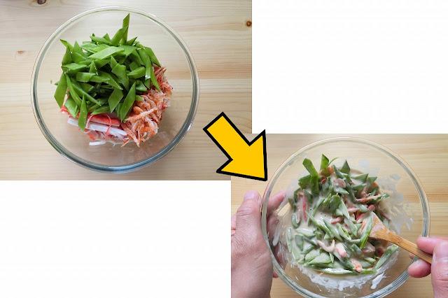 冷やしておいた【生地材料】を半分に分け、さやえんどう、桜えび、かにかま半分ずつ分けて混ぜ合わせます。 ※かにかまは1本を縦半分に割いてから使います。