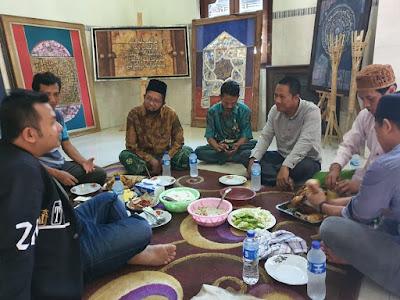 Selamatan bersama di Kantor Assiry Art dan Kampung kaligrafi (Workshop Pabrik Assiry Art & Pskq Modern Kudus Jateng).